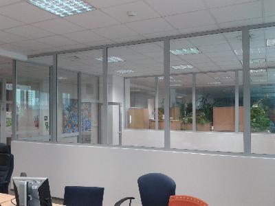 Wydzielenie pomieszczeń biurowych ścianami całoszklanymi KEEPGLASS